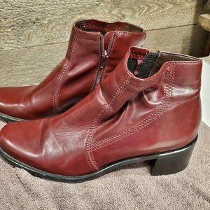 Franco  Sarto Ankle Boots, Bootie Size 9M Zip